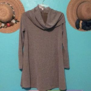 Tops - Great looking turtle neck long blouse